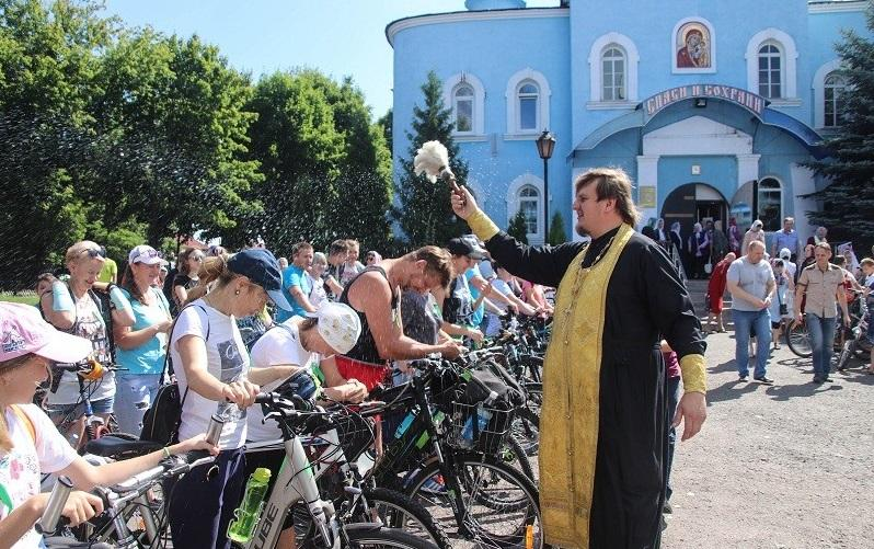 В Беларусисостоялся крестный ход на велосипедах, посвященный 1030-летию Крещения Руси и Дню семьи, любви и верности / yurovichi.by