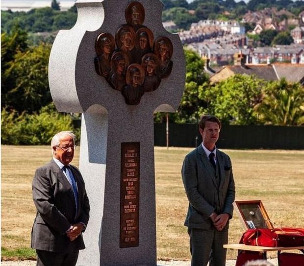 На британском острове установили крест памяти Царской семьи / bbc.com