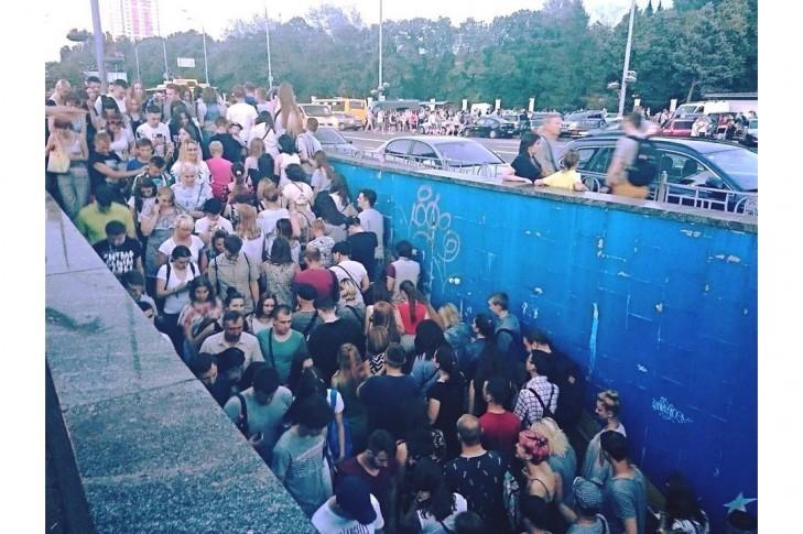 Добиратися від метро до ВДНГ потрібно через кілька переходів / petition.kyivcity.gov.ua