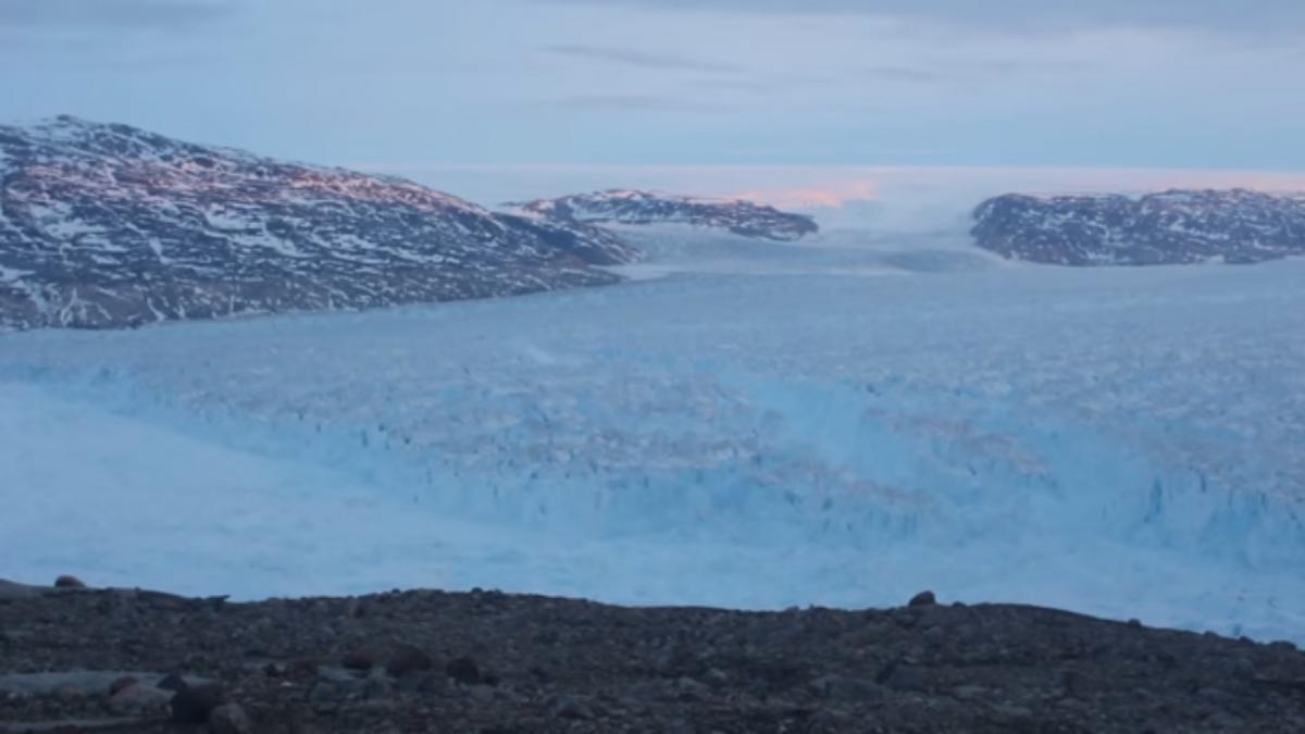 Від Гренландії відколовся шестикілометровий айсберг
