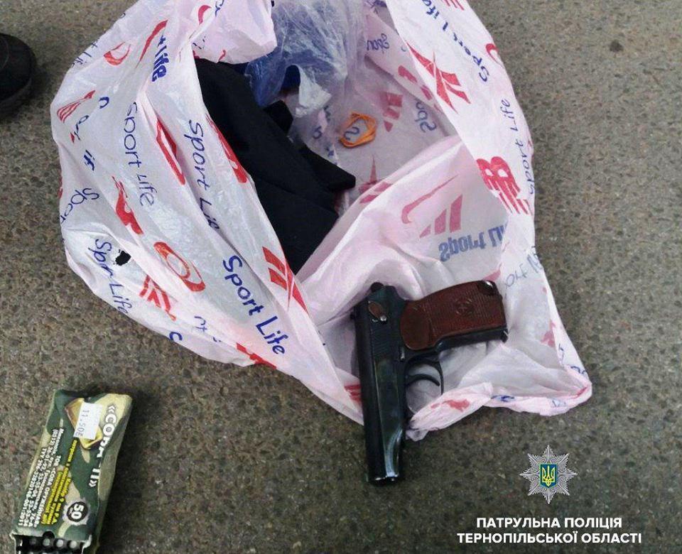 Експертами вилучено пістолет, оскільки це передбачено санкцією статті \ Патрульна поліція