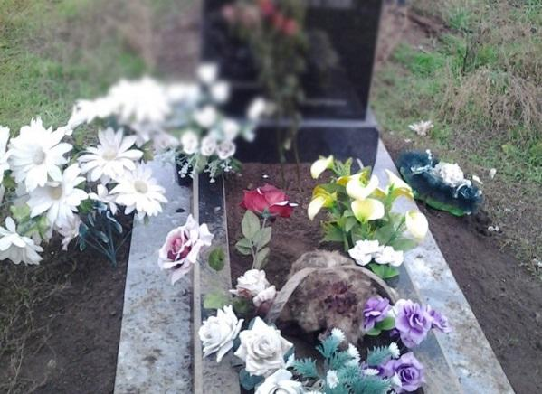 Сатанисты проводят ритуалы на кладбище, где похоронены священнослужители и на братских могилах солдат / islam-today.ru