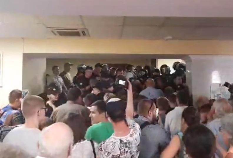 Участники акции сорвали заседание / Скриншот