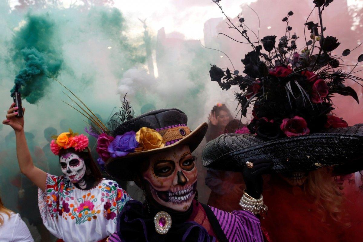Так обычно проходит Santa Muerte Carnival у себя на родине в Мексике / Иллюстрация REUTERS