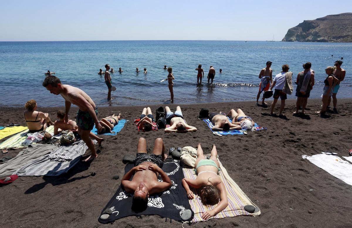 Пляж на Санторіні / REUTERS
