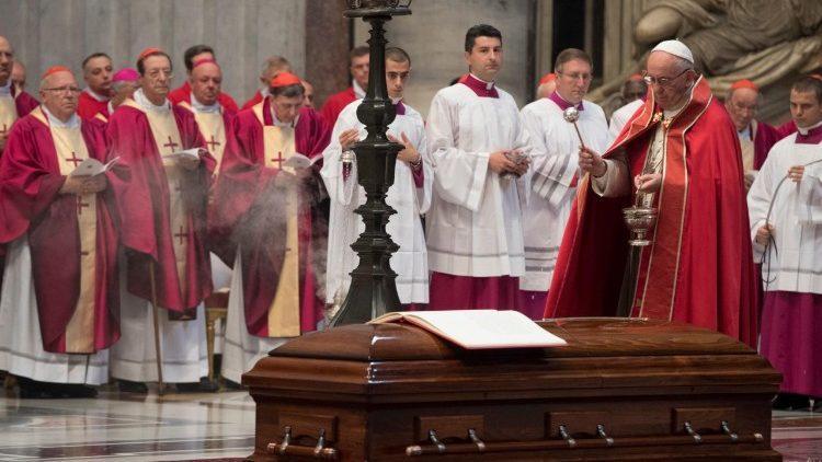 У соборі Святого Петра відбувсяпохорон кардинала Жан-Луї Торана / vaticannews.va