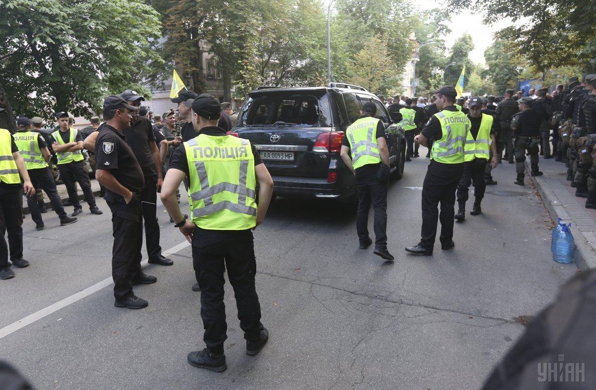 Его доставили в территориальное управление полиции для дачи объяснений / фото УНИАН