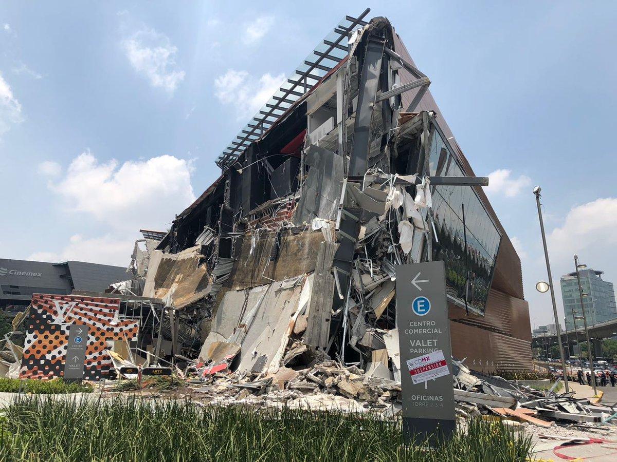 Причины обрушения здания пока неизвестны / twitter.com/AztecaNoticias