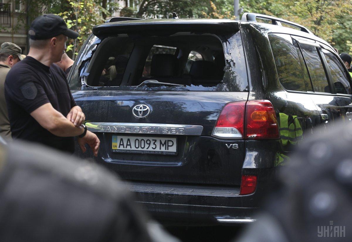Автомобіль нардепа Пинзеника збив одного з протестувальників в урядовому кварталі столиці / фото УНІАН
