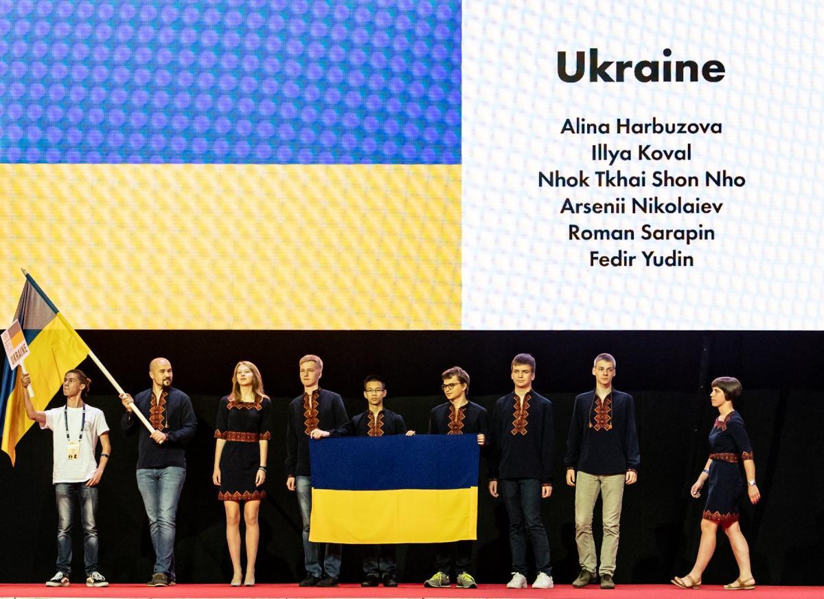 Украинцы стали четвертыми на мировой олимпиаде по математике / фото facebook.com/imo2018cluj