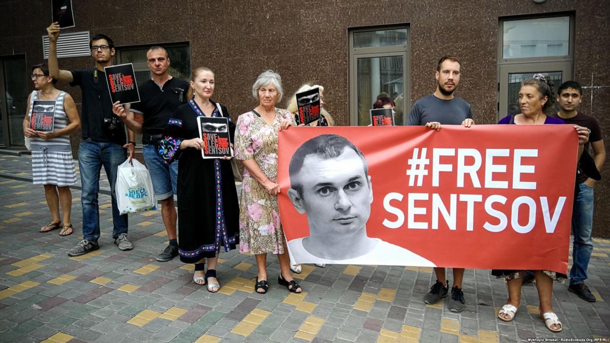 Акция в поддержку Сенцова / фото krymr.com