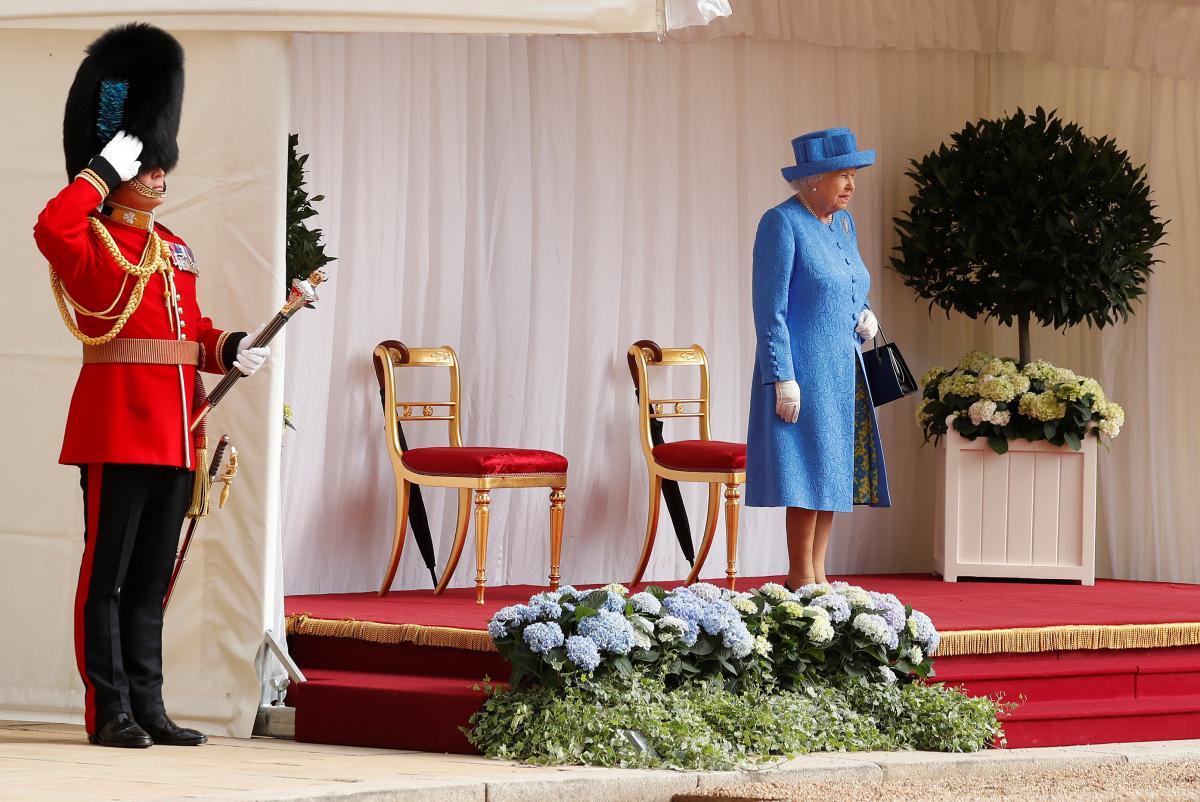 Єлизавета II в очікуванні прибуття Трампів / REUTERS