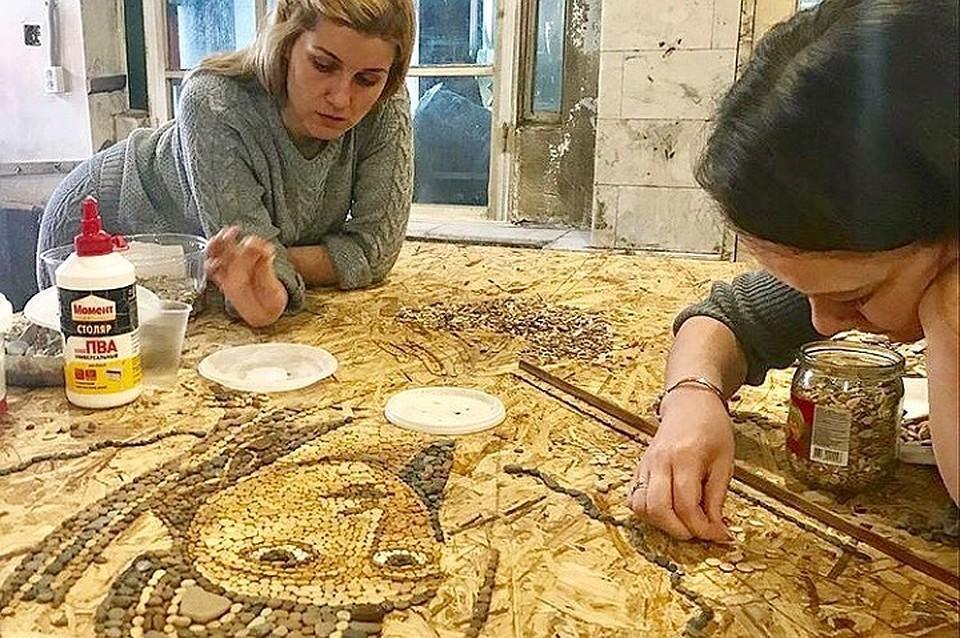 Для Раифского монастыря создается Грузинская икона Богоматери из морской гальки / stapico.ru