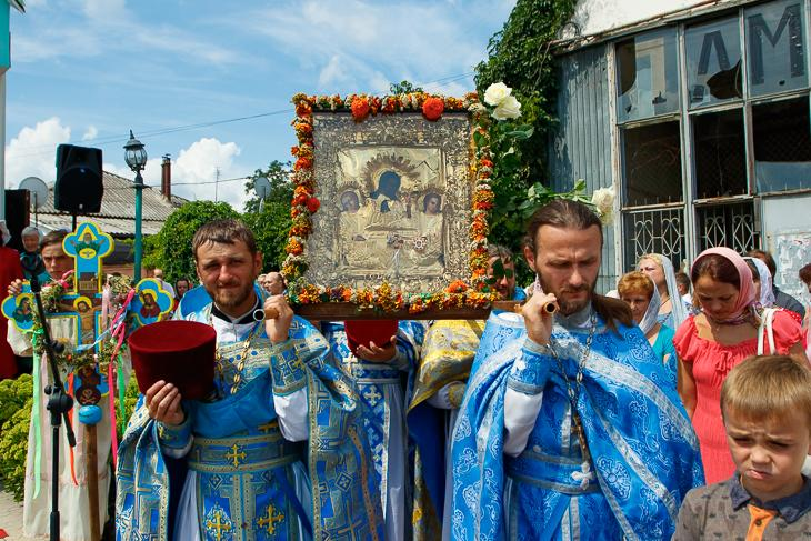 Хресний хід до місця, де у давні часи знаходився Покровський собор/ news.church.ua