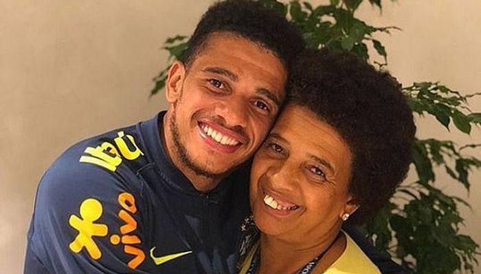 Тайсон с матерью в доме в Бразилии / instagram.com/taisonfreda7