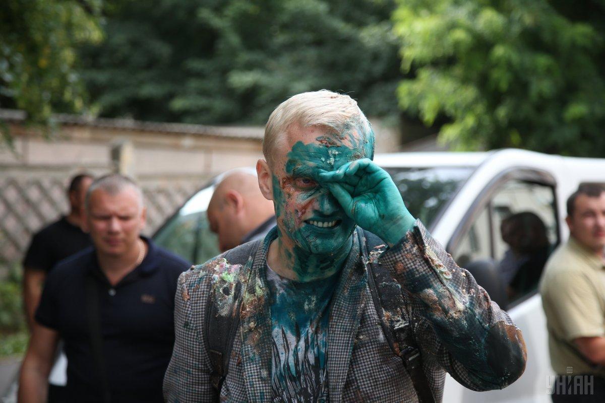 Шабунина облили зеленкой / фото УНИАН