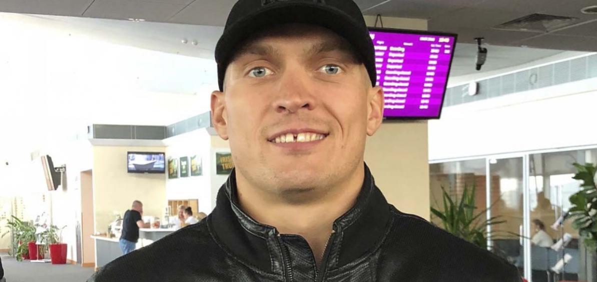 Усик прибыл на бой с Гассиевым в Москву / rusboxing.ru