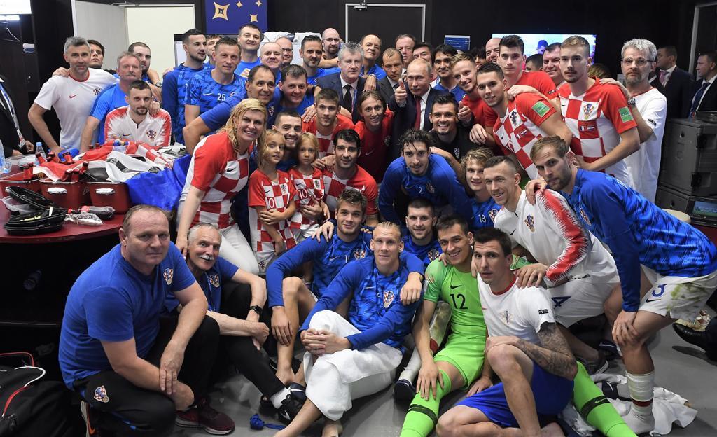 На снимке Вукоевич в верхнем ряду, второй слева / twitter.com/HNS_CFF