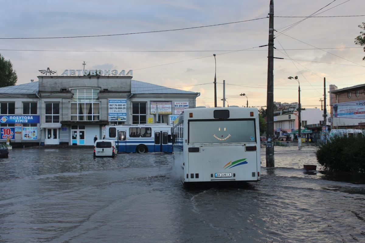 В Хмельницком затопило улицы / ГСЧС