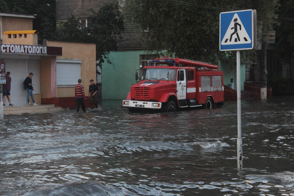 Из-за дождя затопило дороги / ГСЧС