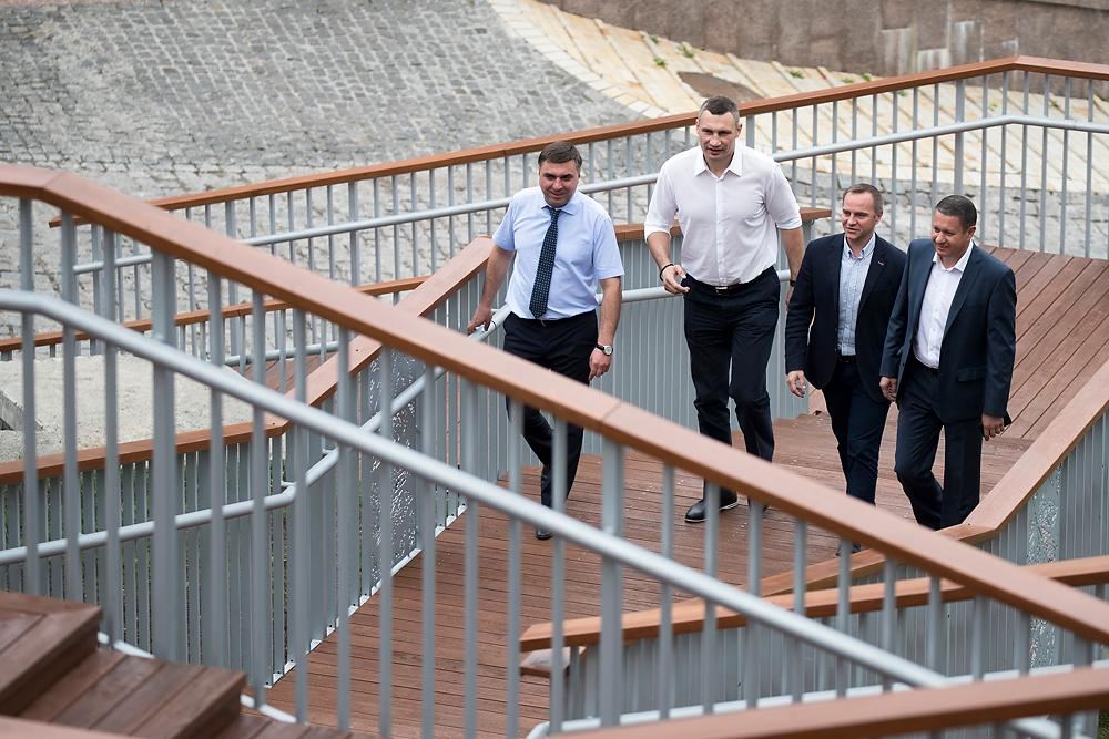 Кличко открыл уникальные лестницы с Пейзажной аллеи / kiev.klichko.org