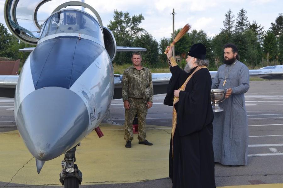 Архієпископ благословив особовий склад та освятив бойові машини / eparhia-uman.org.ua