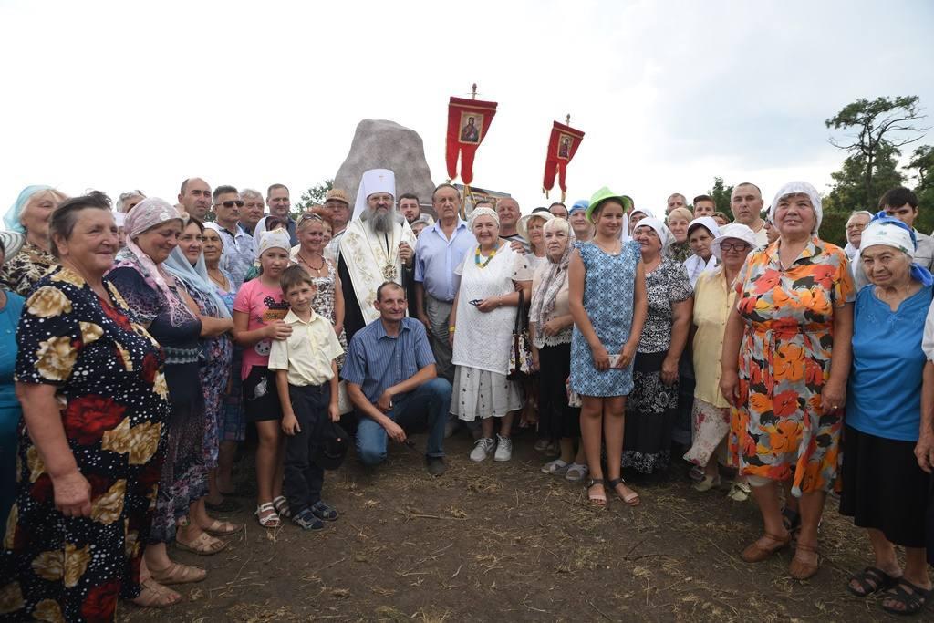 Православные молились на месте строительства храма, где апостол Андрей Первозванный выкопал колодец / hramzp.ua