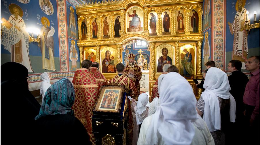 Богослужение в Академическом храме / kdais.kiev.ua