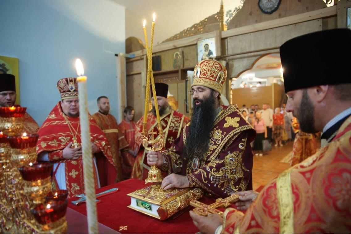 Литургия в нижнем храме святителя Иоасафа Белгородского / mitropolia.kiev.ua