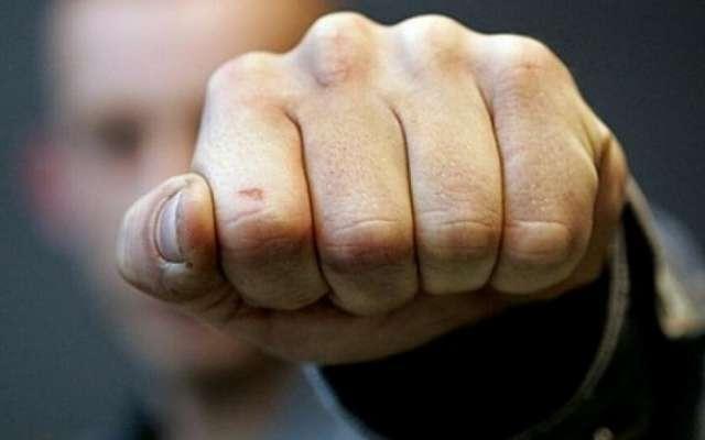 Нападники були одягнуті у чорні балаклави та чорний одяг / фото: dnepr24.com.ua