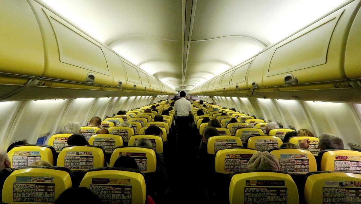 Теперь пассажиры Ryanair смогут взять с собой бесплатно еще меньше багажа / Иллюстрация REUTERS