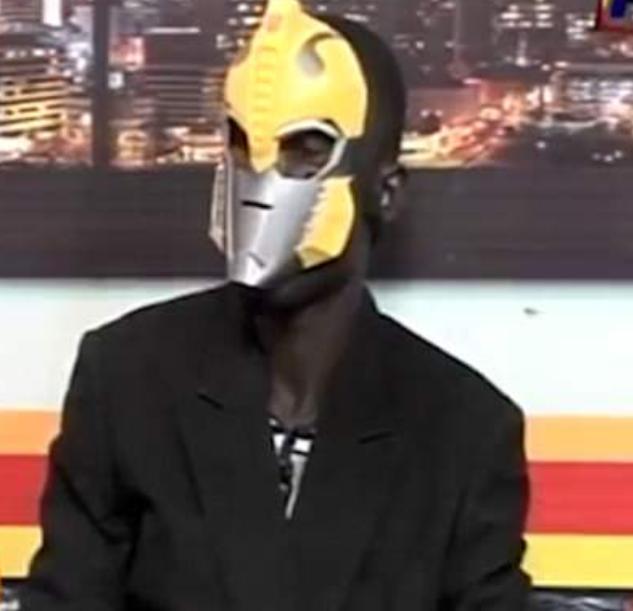 В телевизионном интервью пастор скрывал свое лицо под маской / dailymail.co.uk