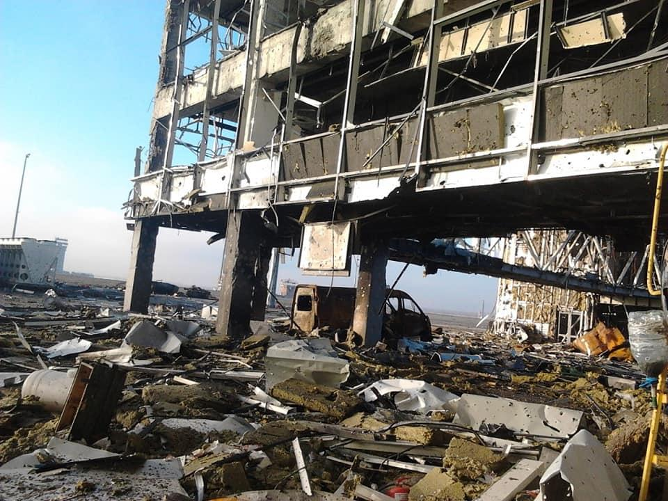 """На фото показаны конструкции полностью разрушенного аэропорта / """"Украинский милитарный портал"""""""