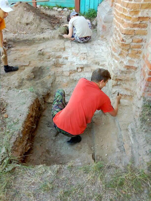 У Ніжині розкопали кладовище, якому близько 150 років / cg.область.online