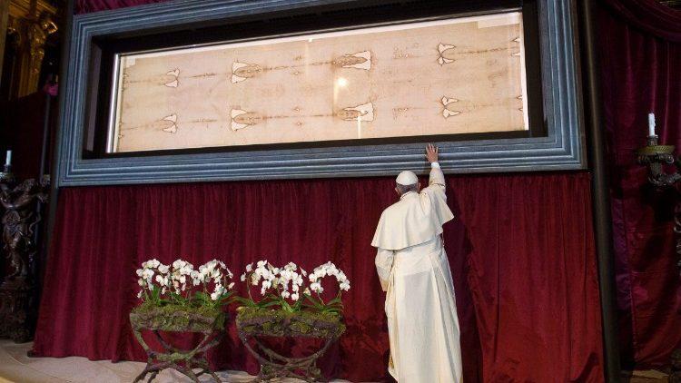 Папа Римский возле Туринской плашаницы / Vatican Media