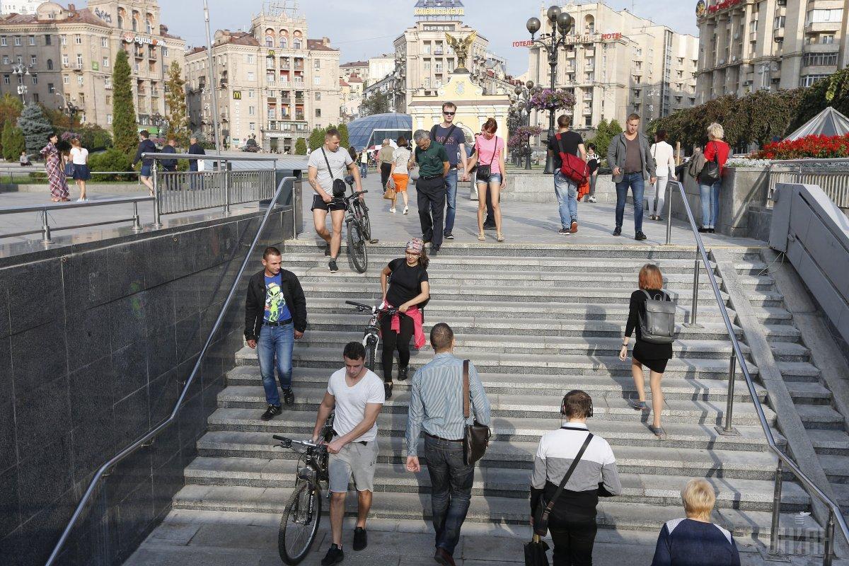 Ходіння сходами покращує самопочуття \ фото УНІАН
