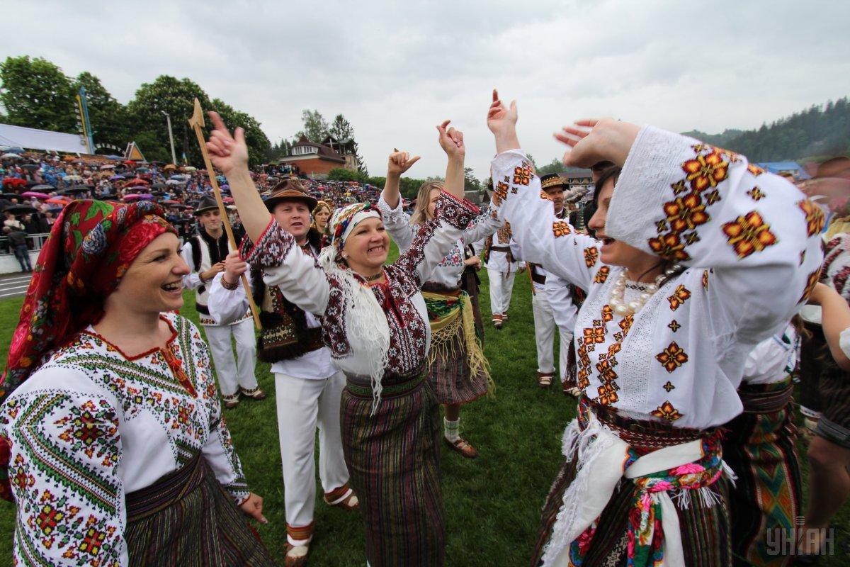 Карпаты приглашают на традиционный гуцульский фестиваль / Фото УНИАН