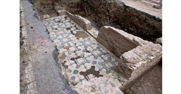 Коммунальщики случайно откопали одну из первых церквей в Риме / uagolos.com