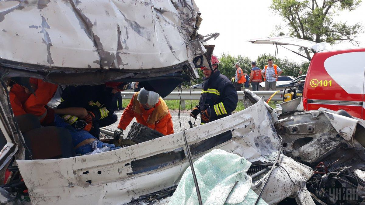 Экспертиза установила, что тормозная система попавшей в ужасную аварию маршрутки на Житомирщине была в неисправном состоянии / фото УНИАН