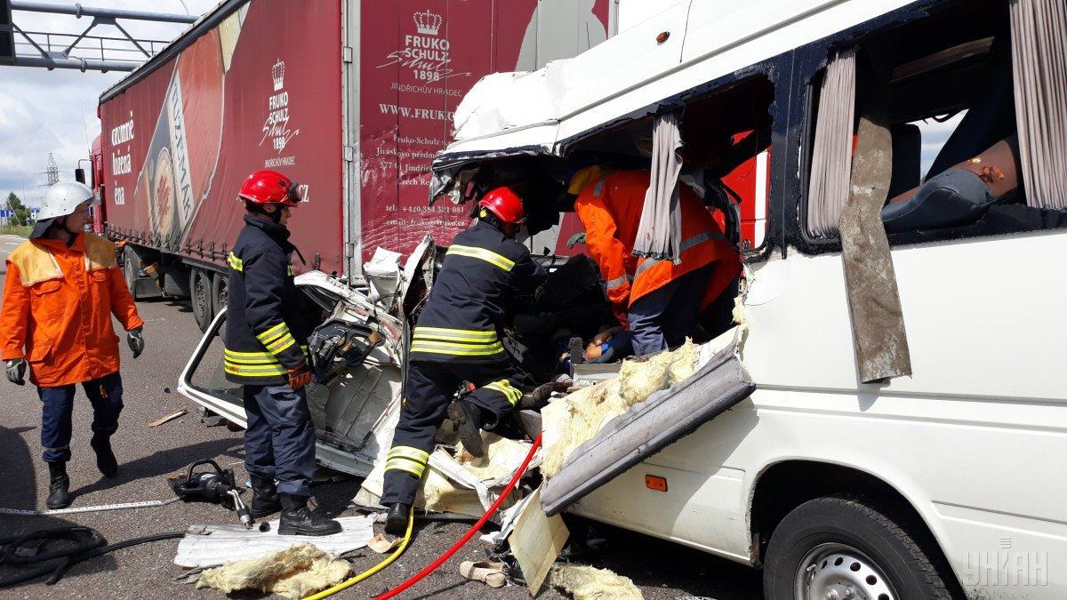 В Житомирской области следствием столкновения маршрутки и грузовика стали гибель 10 и травмирования еще 10 человек / фото УНИАН