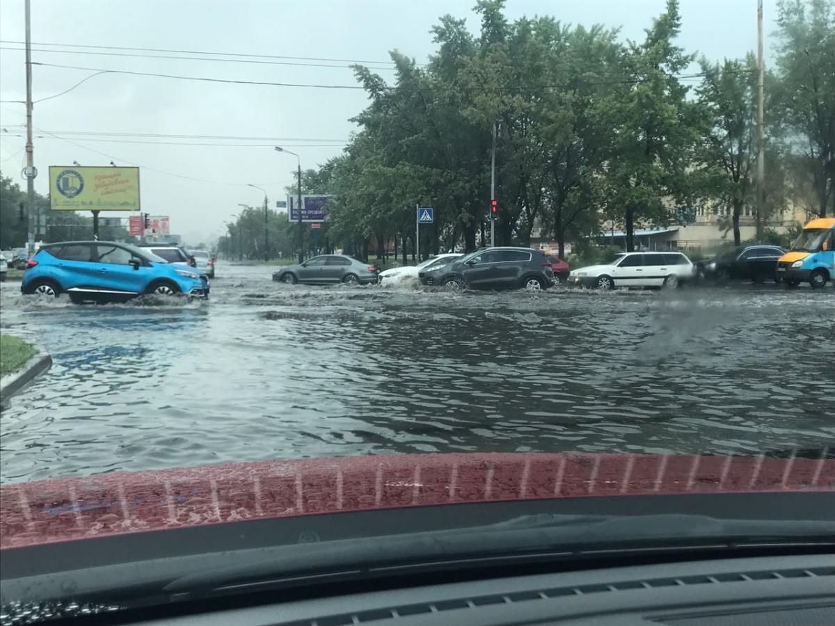 У столиці внаслідок зливи затопило дороги / фото facebook.com/vadym.denysenko