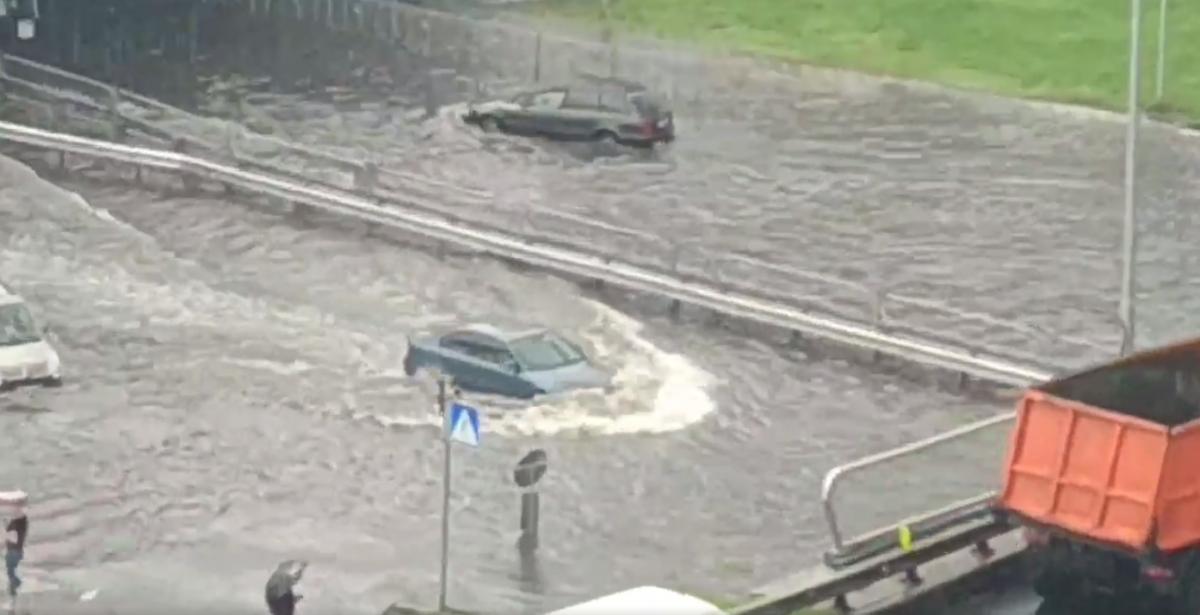 Из-за дождя дороги в Киеве затопило / facebook.com Андрей Фоменко