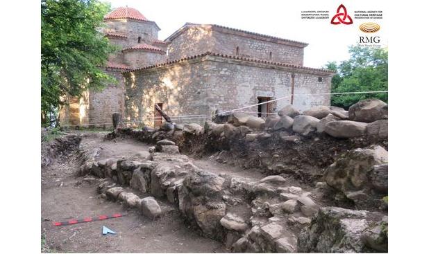 В Грузии в монастырском комплексе Старый Шуамта археологи провели раскопки / RMG