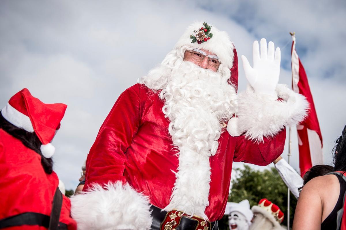 Забег Санта-Клаусов в Дании \ REUTERS