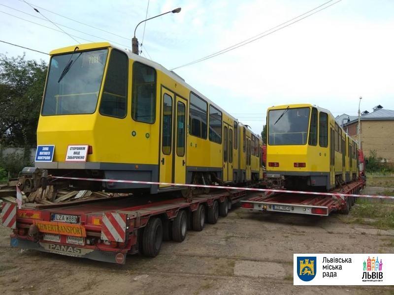 Во Львов прибыли первые подержанные трамваи из Берлина / фото city-adm.lviv.ua