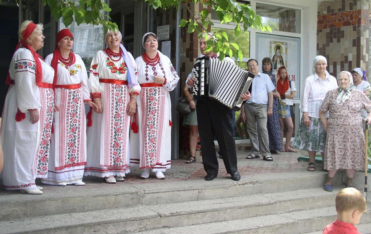 З музичним привітанням бабусям виступив вокальний колектив / hramzp.ua