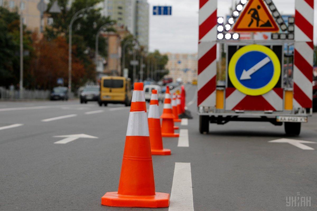 Рух на Позняках обмежать у зв'язку з ремонтом дороги / фото УНІАН