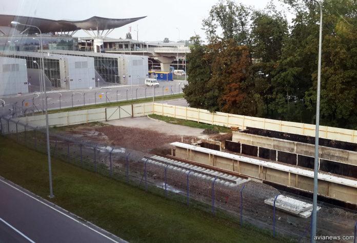 Будівництво залізничної платформи в аеропорту «Бориспіль» / фото avianews.com