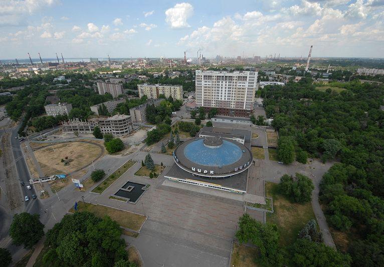 Фестивальная площадь в Запорожье / IGotoWorld