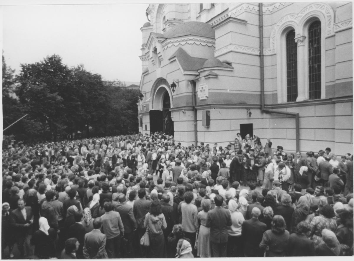 Празднование 1000-летия Крещения Руси. 1988 г., Киев, у Владимирского собора/ foma.in.ua